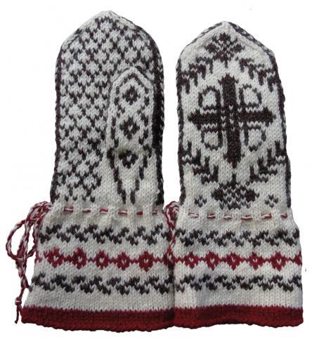 Hollolalainen Anne Riihinen teki lapaset norjalaisen mallin mukaan.